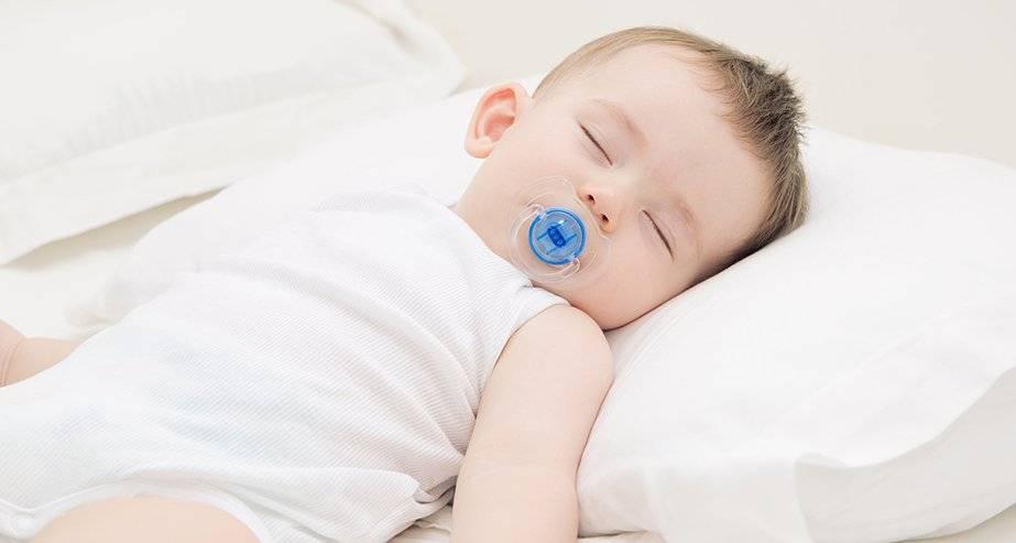 Когда малышу можно спать на подушке
